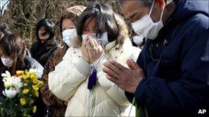 Victims' relatives weep at burial
