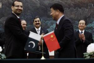Pak, China PMs look on the agreements