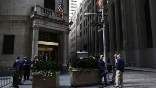 Traders-outside-New-York-Stock-Exchange