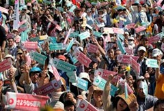 Thousands march Japan shuts off Nuclear power