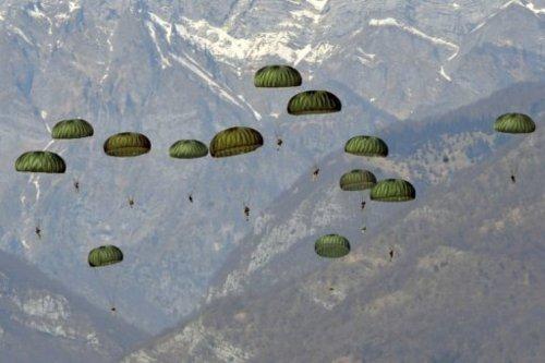 US, S Korea parchuting in N Korea