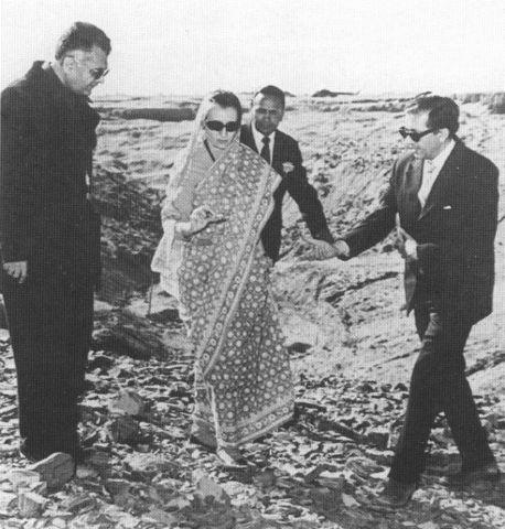 పోఖ్రాన్ వద్ద ప్రధాని ఇందిర గాంధి