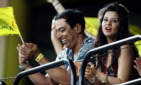 Vindoo with Dhoni's wife