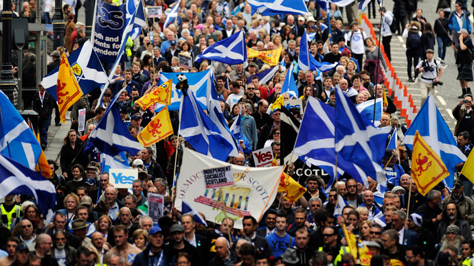 Pro-independence supporters march in Edinburgh