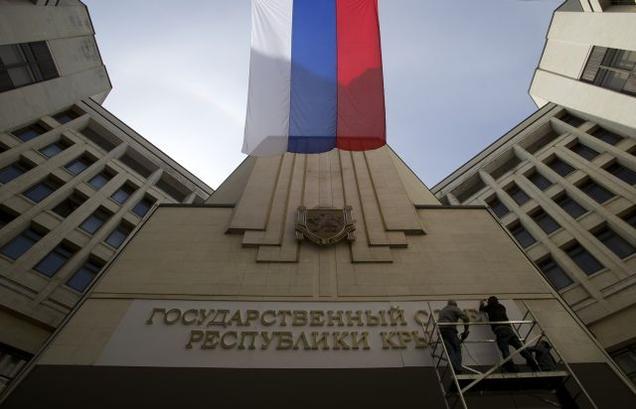 Russia flag over Crimea parliament