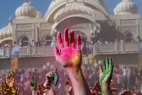 Holi festival draws mormons in Utah 01