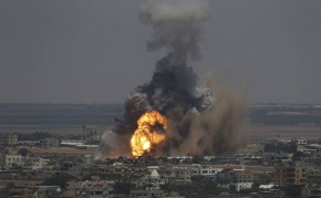 01 Israel pounds Rafah, town in Gaza