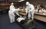 15 Chinese get training with mock patient