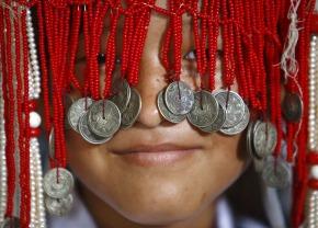 01 Nepali girl in traditional dress