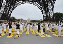 Yoga day at Eiffle Tower