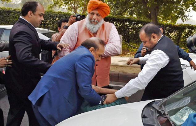 O P Sharma hitting Ameeq Jamai -The Hindu