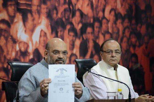 Sha, Jaitley display certificates