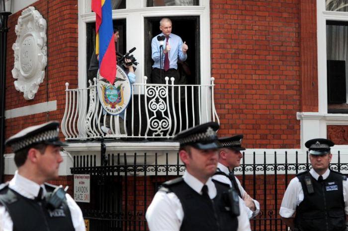 Assanje speaking to press from Ecuador embassy